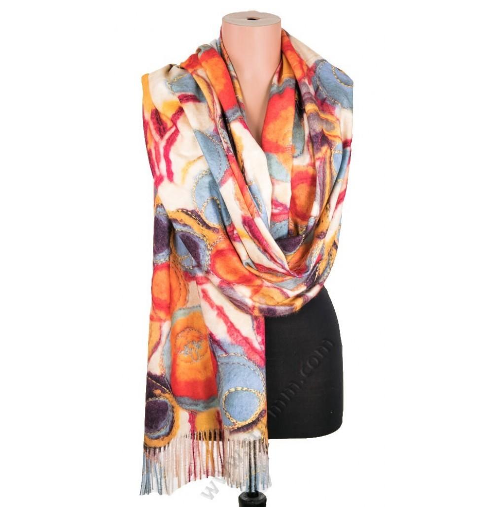 3848 Дамски шал от фина вълна в екрю с цветни конци