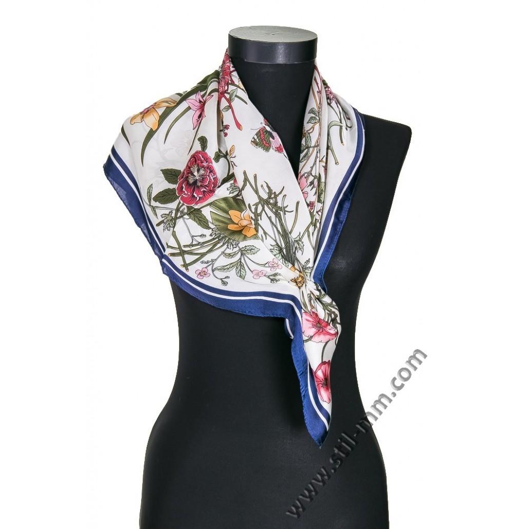 Дамски шал в екрю с цветя