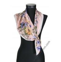 Дамски шал в свело розово с цветя