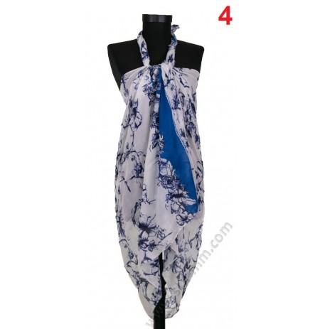 Плажен памучен шал в бяло със сини брокатени цветя