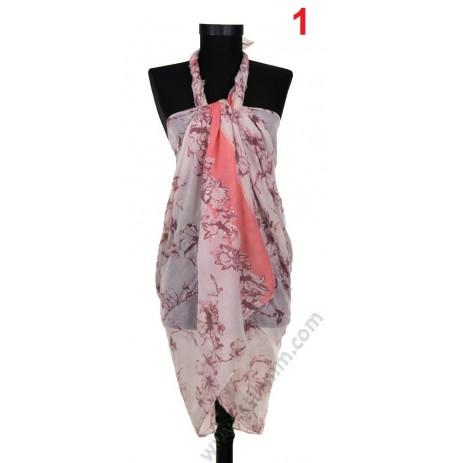 Плажен памучен шал в бяло с коралови брокатени цветя