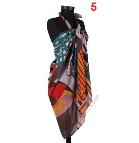 Дамски плажен шал с многоцветни фигури в капучино